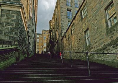 edinburgh-stairs-to-high-street