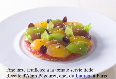 fine-tarte-feuilletee-a-la-tomate-servie-tiede